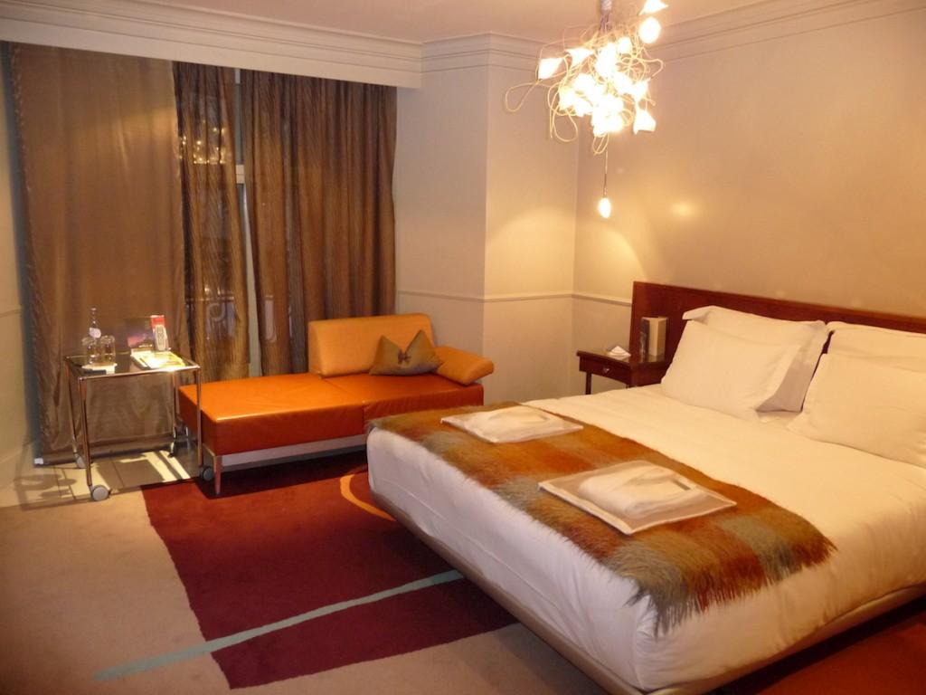 Hilton London Waldorf - Executive Room bed