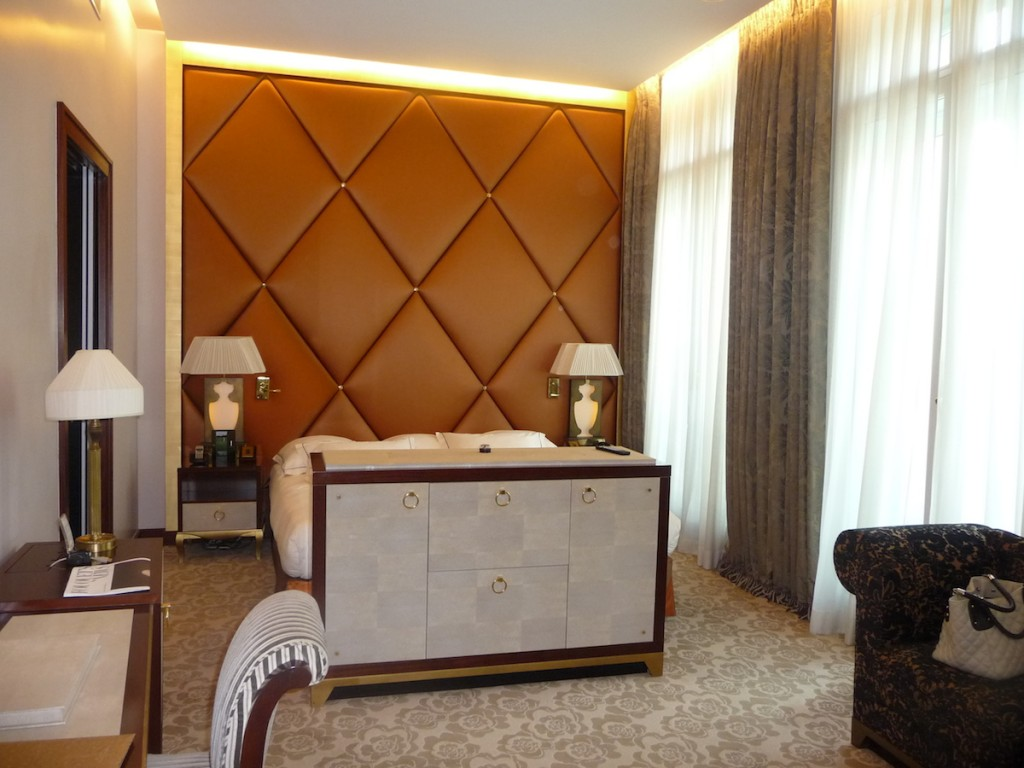 Fouquet's Paris Barriere - Junior Suite Champs-Elysees bed