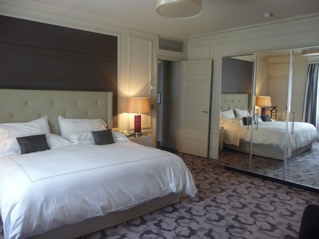 Trianon Palace Versailles - King Deluxe Suite bedroom
