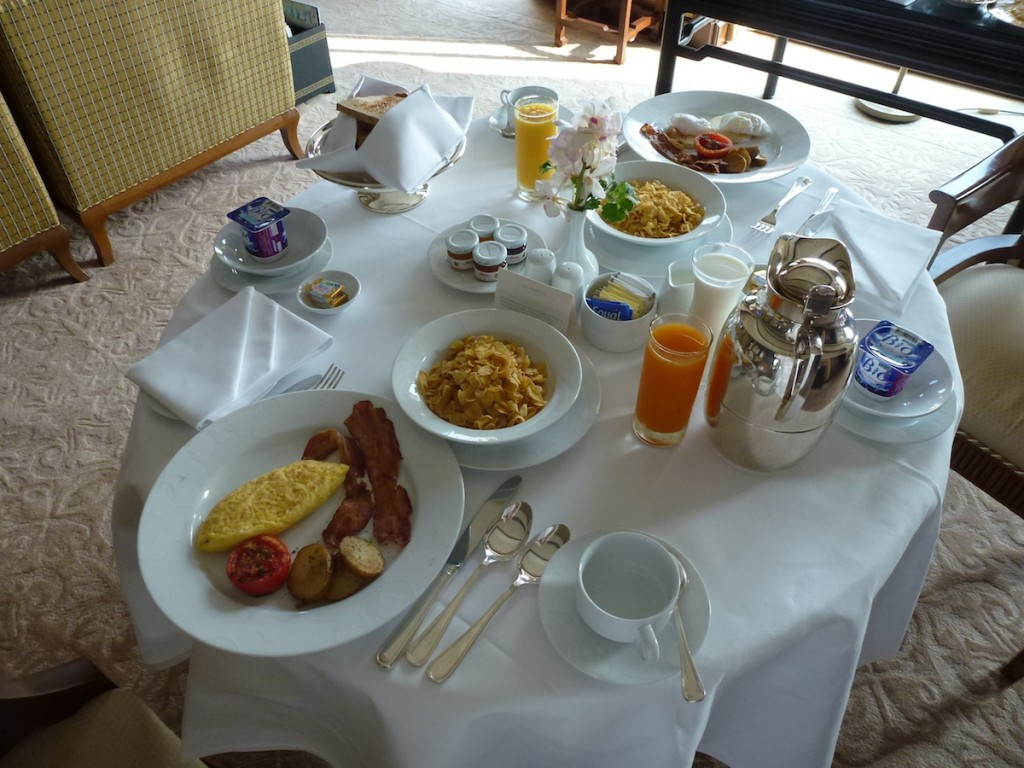 Peninsula Bangkok - Breakfast in suite