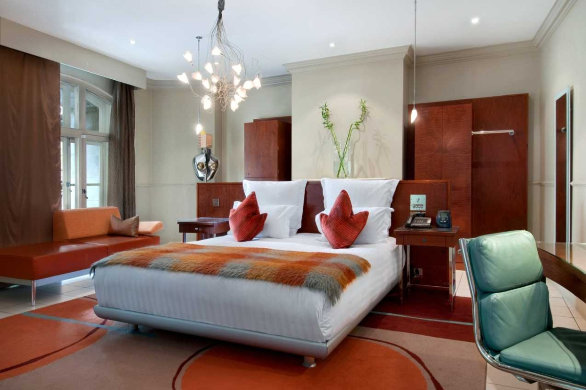 Hilton London Waldorf, delightful old lady