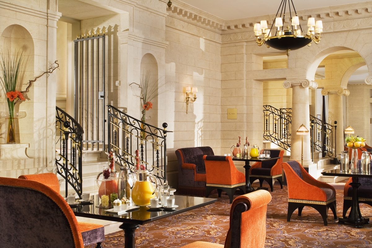 Take a break at grand hotel bordeaux spa the luxe insider for Foyer accommodation