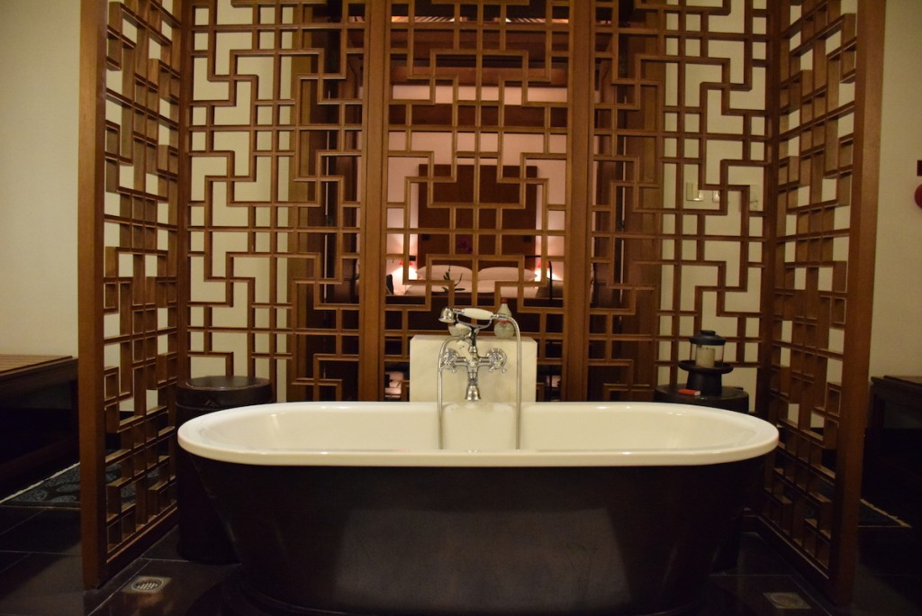 Aman at Summer Palace - Deluxe Suite bathroom