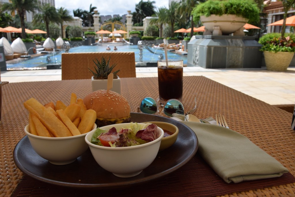 Banyan Tree Macau - Poolside Cabana burger