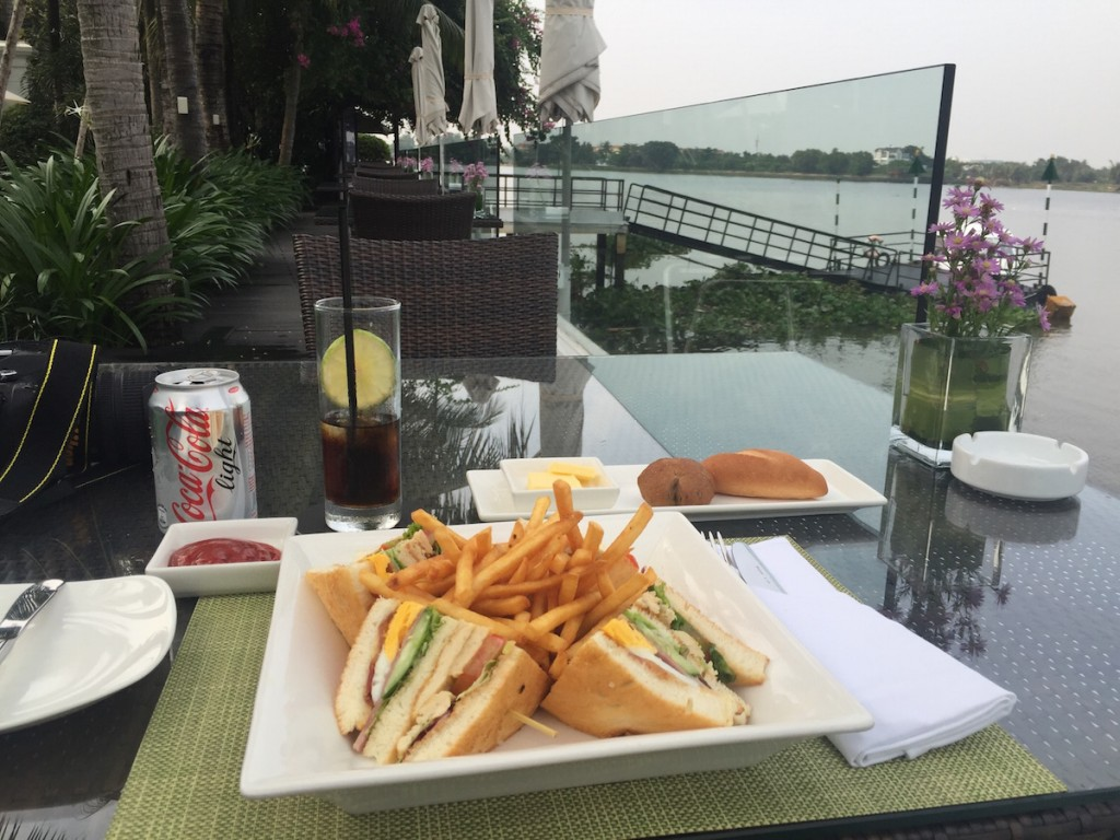 Villa Song Saigon - Song Vie Bar club sandwich
