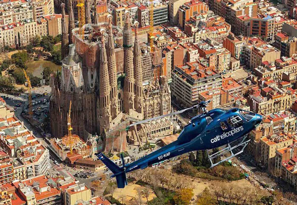 Tour Helicopter above Barcelona