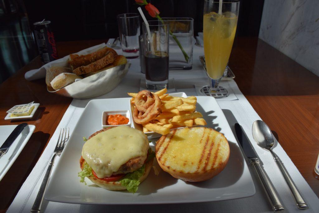 Qube restaurant - Chicken burger
