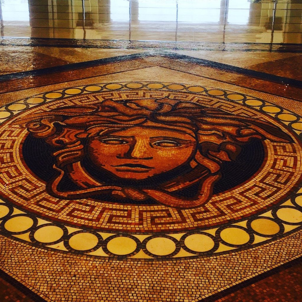 Palazzo Versace Dubai - Floor mosaic made up of 1.5 million pieces