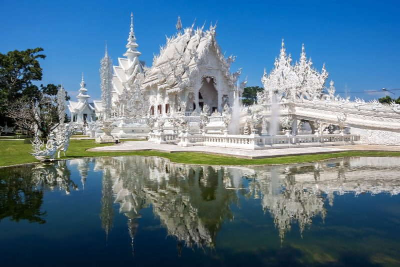 Wat Rong Khun aka White Temple in Chiang Rai - Picture by Blisshoneymoons.com