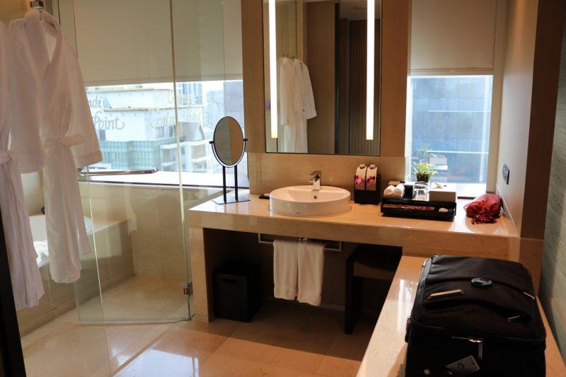 Deluxe Corner Room #2918 bathroom - Okura Prestige Bangkok