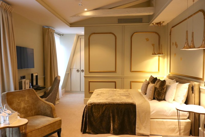 Le Narcisse Blanc executive room