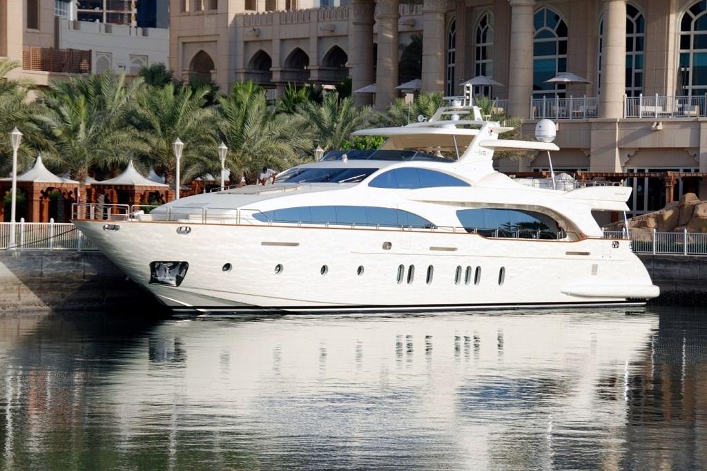 Yatch in Dubai Marina