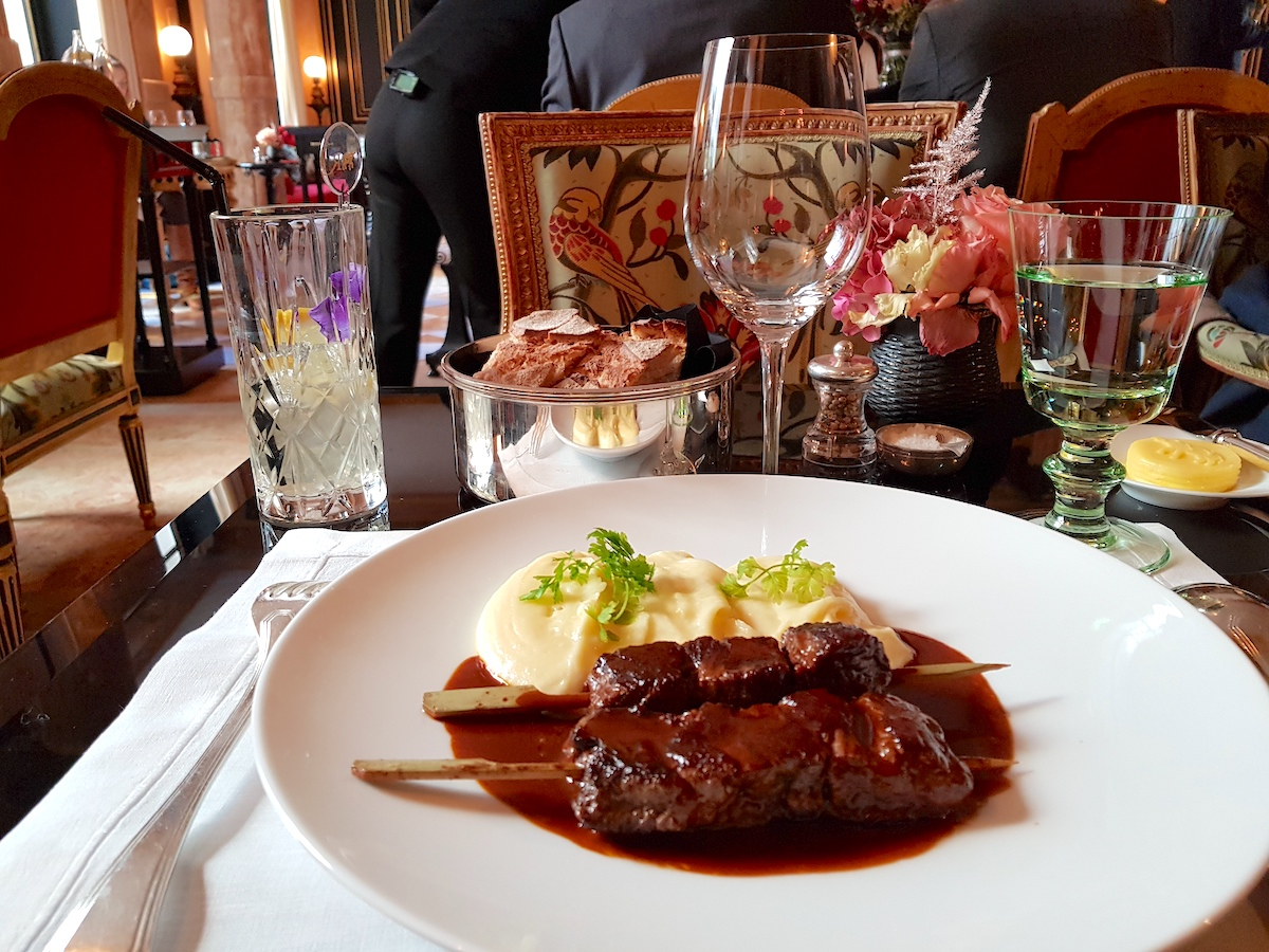 Lunch at La Pagode de Cos - Main dish Angus beef and homemade purée