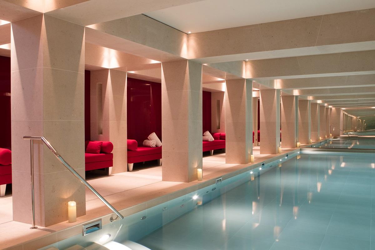 Indoor pool - Picture by La Réserve